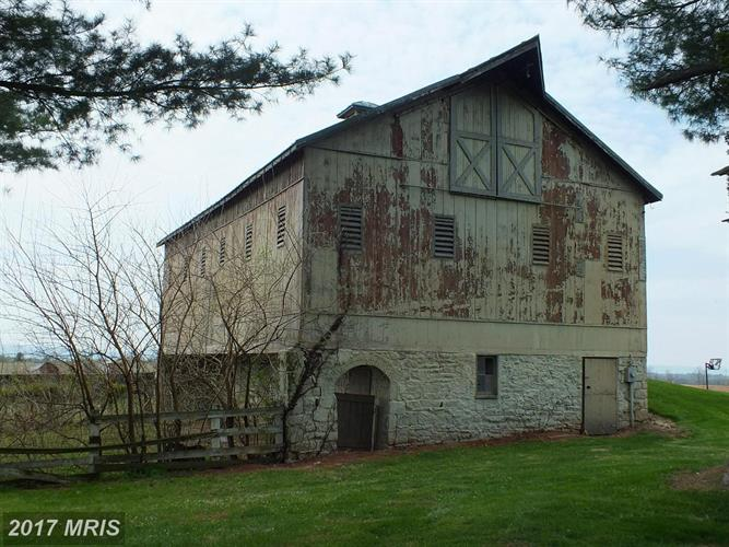 The property offers several barns and was used to train Triple Crown winners in horse racing